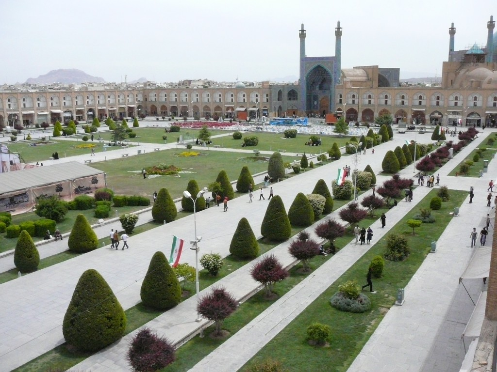 iranluxurytravel.com Meidan Emam Square in Isfahan