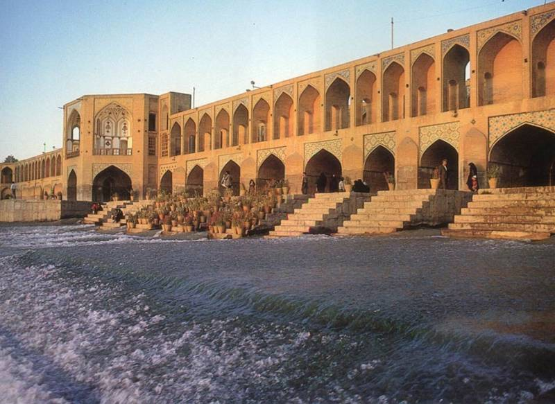 iranluxurytravel.com Bridge in Isfahan