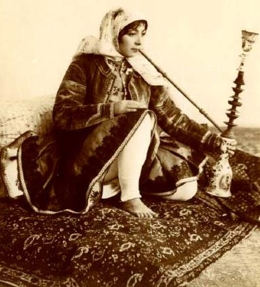PersianWomanQalyoon
